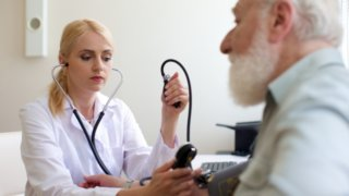 頭痛やめまいを感じたら高血圧のサイン!?