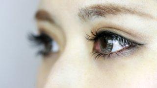 まつ毛美容液で目がひとまわり大きく見える!