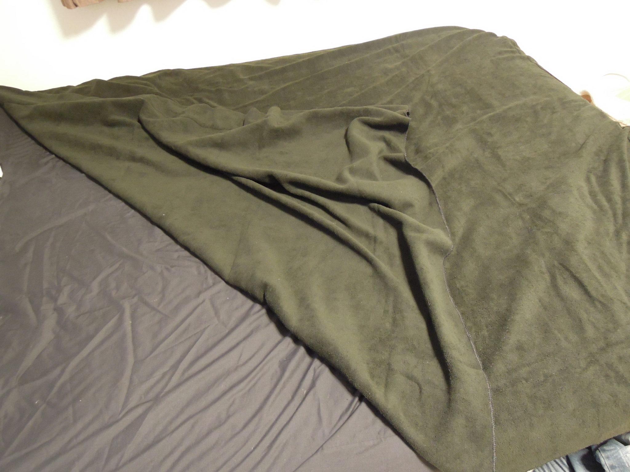 タオルケットをベッドに