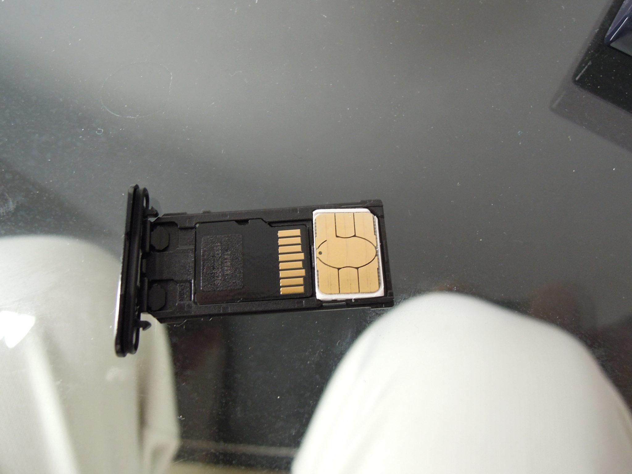 エクスペリアXコンパクトSIMカード入れ替え