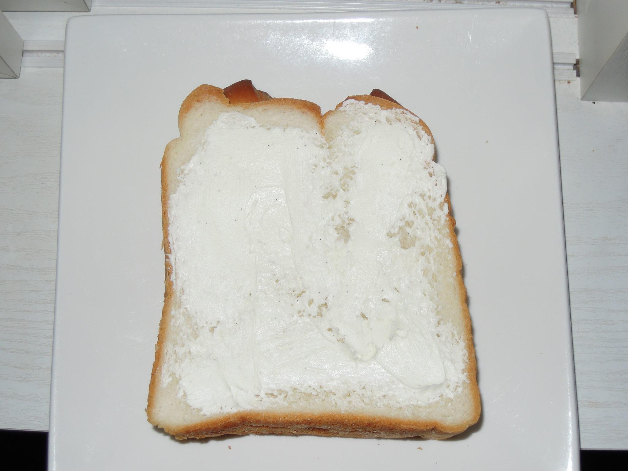ホイップクリームミルクぬったパン